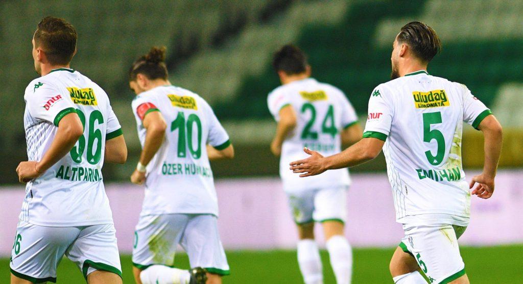 Bursasporda genç futbolcular performansıyla dikkat çekiyor