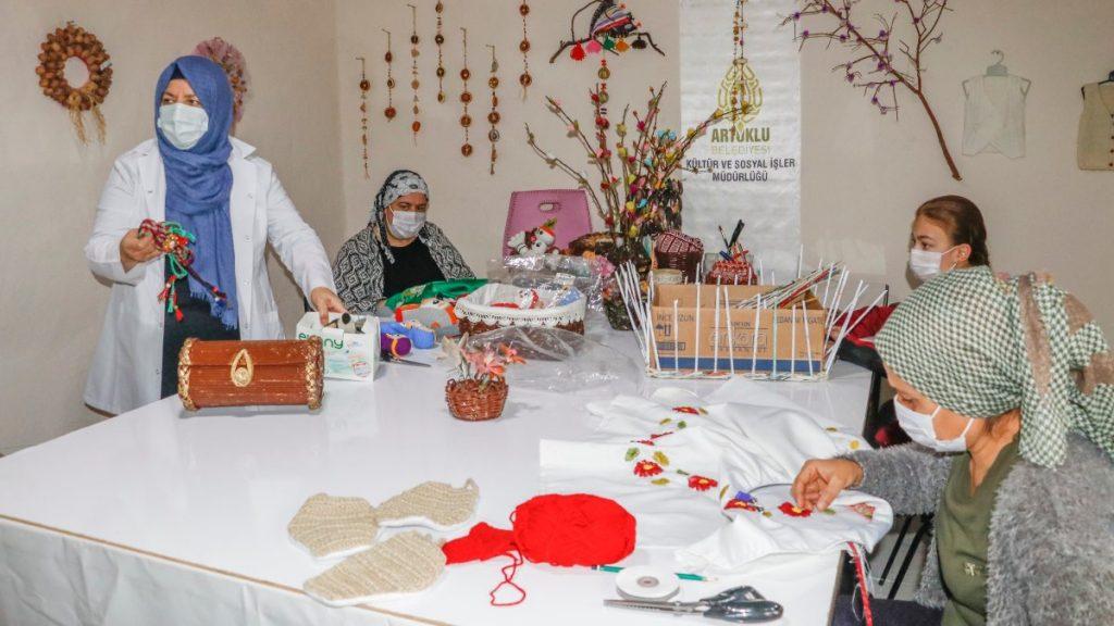 Mardin'de açılan kurslarda 1100 kadın meslek sahibi oldu