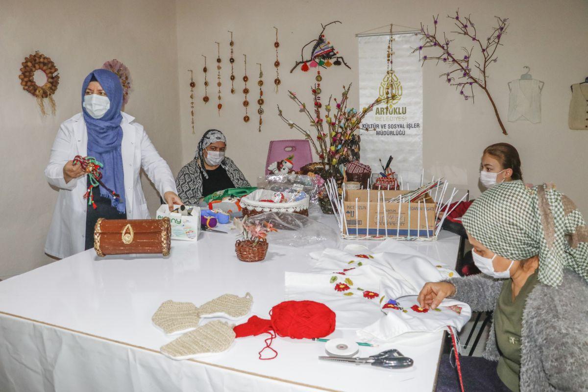 Mardin de açılan kurslarda 1100 kadın meslek sahibi oldu #4